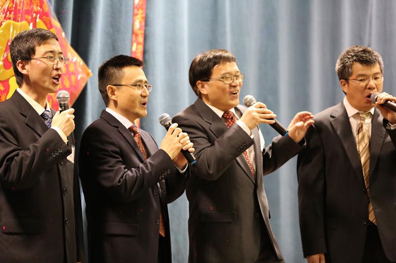图片20 四,八系男生合唱